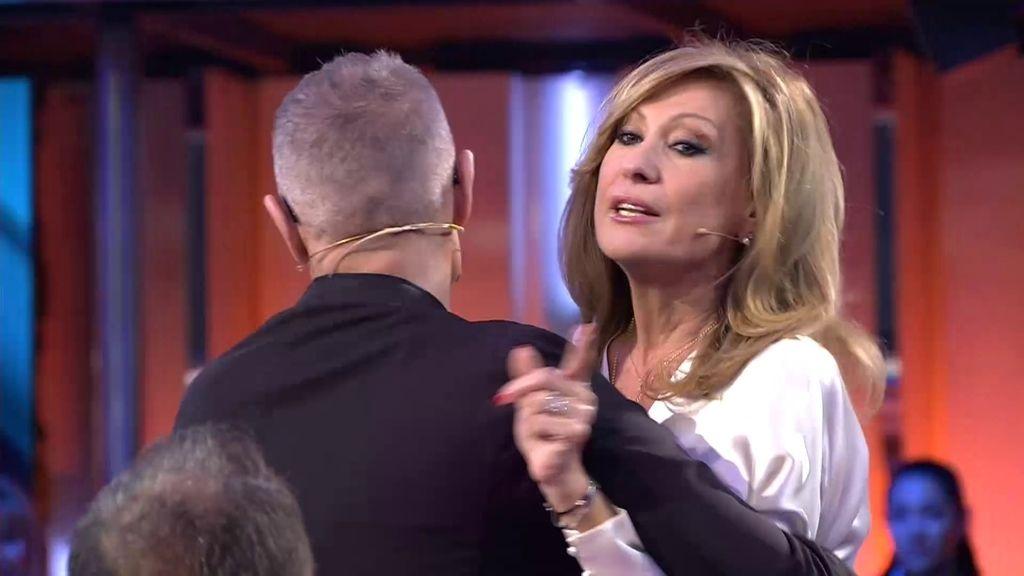 """Carlos Lozano saca de sus casillas a Rosa Benito: """"No te rías de mí, no te lo permito"""""""