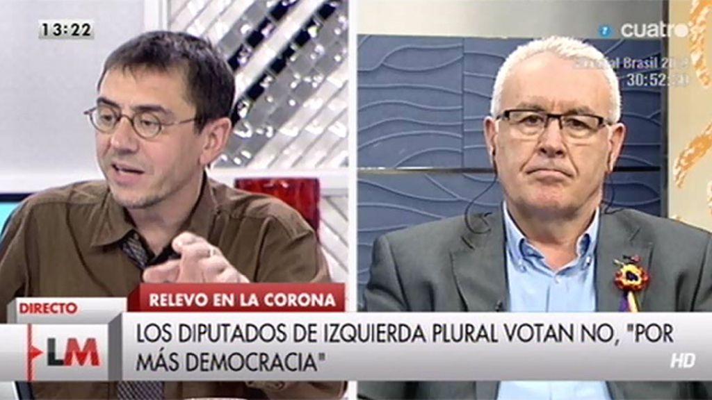 El portavoz de Podemos felicita a Cayo Lara por su intervención en el Congreso
