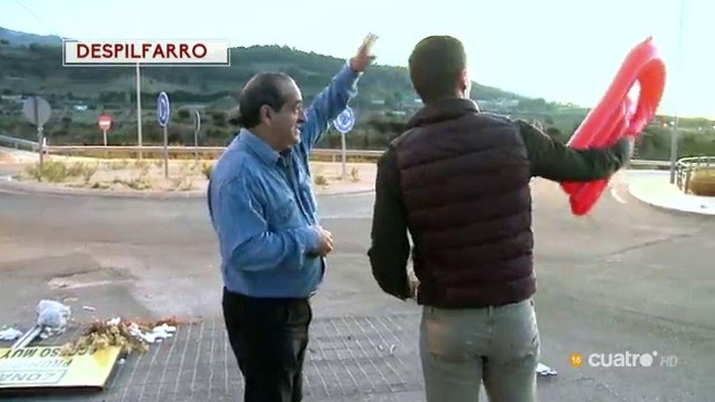 Jano Mecha habla con vecinos de Jaén del despilfarro de dinero público
