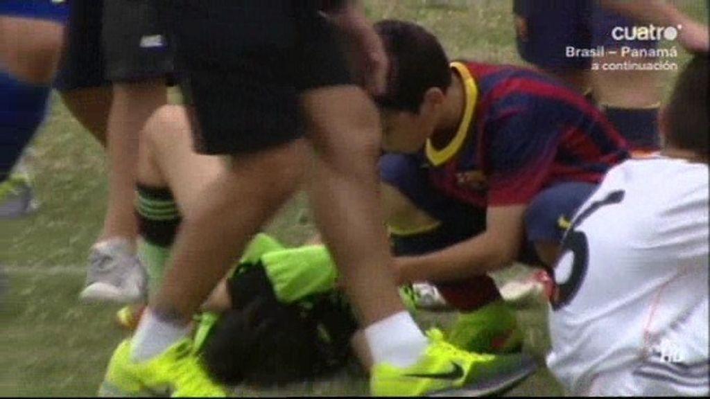 ¡El gesto de la final! Los niños del Barça consuelan a los del Madrid tras la final