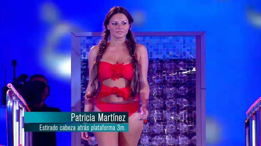 Patricia Martinez: salto de cabeza hacia atrás estirado desde plataforma de 3 metros