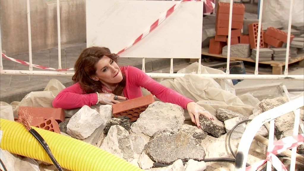 Pilar se cae en una zanja en 'Gym Tony'