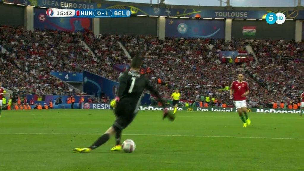 Courtois casi se 'come' el gol más tonto de la Eurocopa de Francia