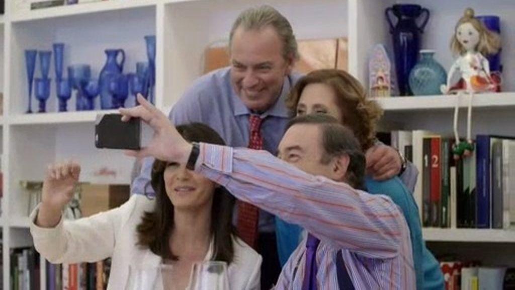 ¡El selfie de Pedro J. y Agatha junto a Bertín y Fabiola!