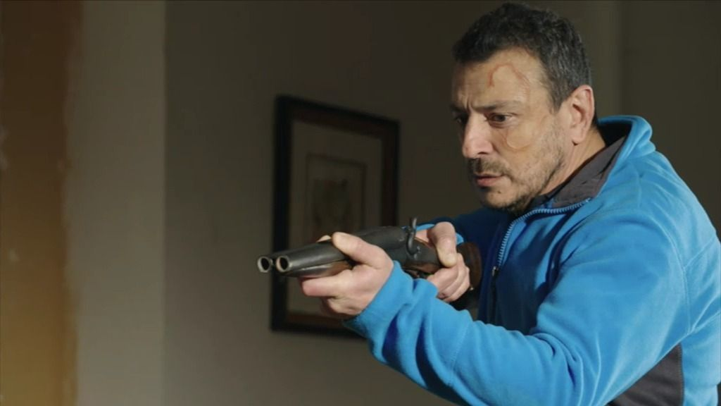 Silvia intenta evitar el asesinato de su hijo