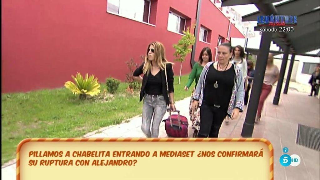 Paz Padilla y Belén Esteban 'interceptan' a Chabelita en su llegada a Telecinco