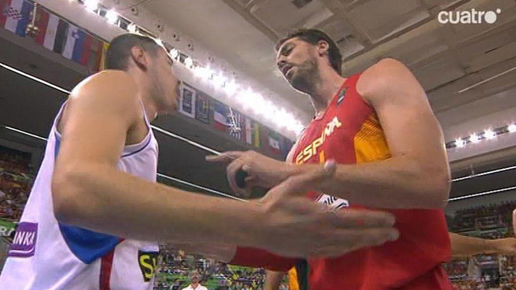 Pau reprende a Nikola Kalinic por buscar pelea con Rudy sin balón en juego