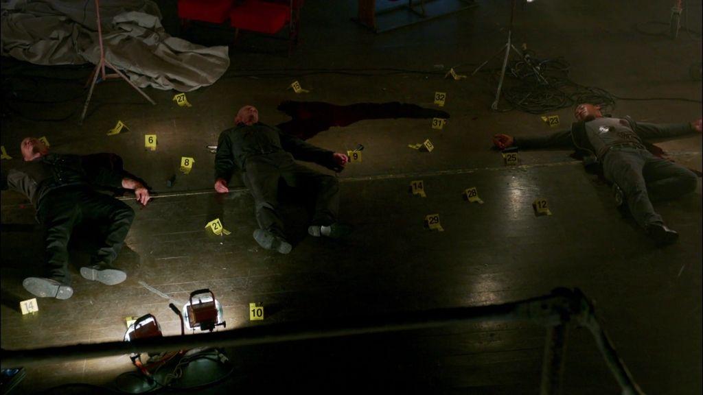 Castle descubre la pulsera de Beckett manchada de sangre en el escenario de un crimen