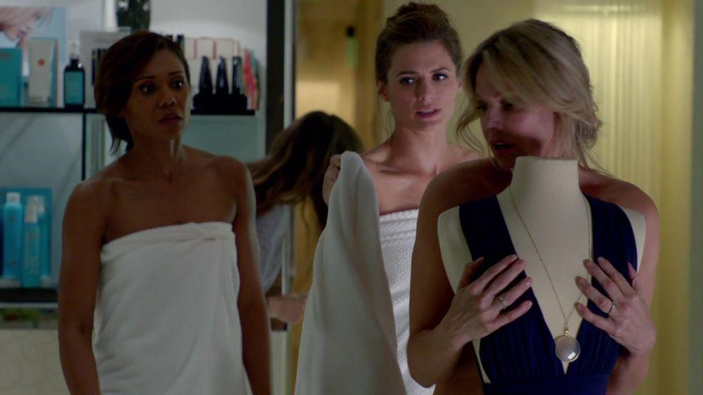 Beckett busca un sensual tatuaje en una misión de tres rombos