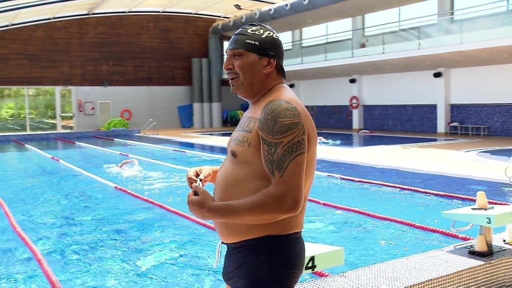 El bañador ceñido de Joaquín y su profesor de natación, dos escollos más para él