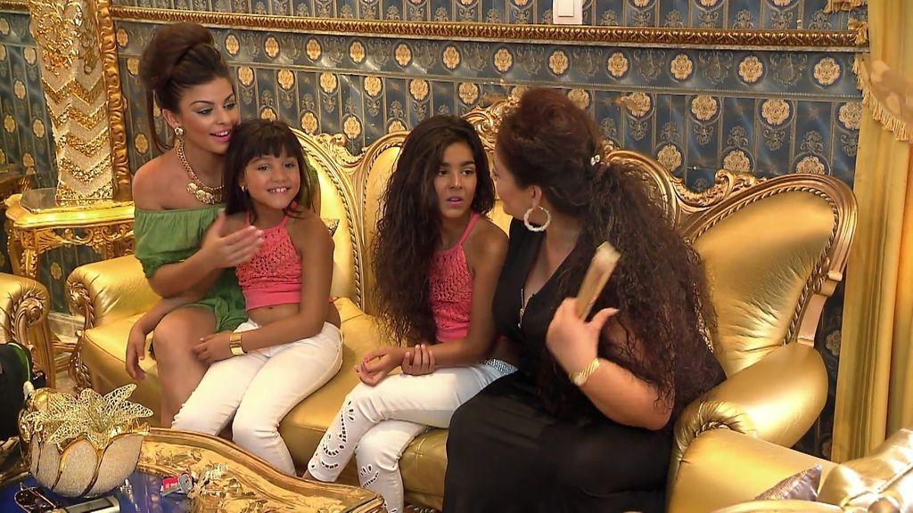 Los Montoya ponen en venta sus preciados sillones dorados y el Seiscientos