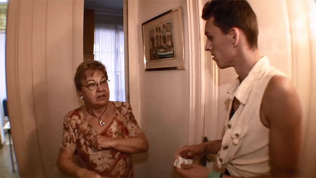 La abuela de Lorena no permite que se quede a dormir en su casa