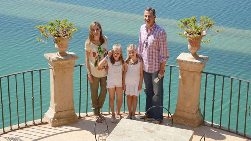 Los Reyes visitan junto a sus hijas la Sierra Tramuntana