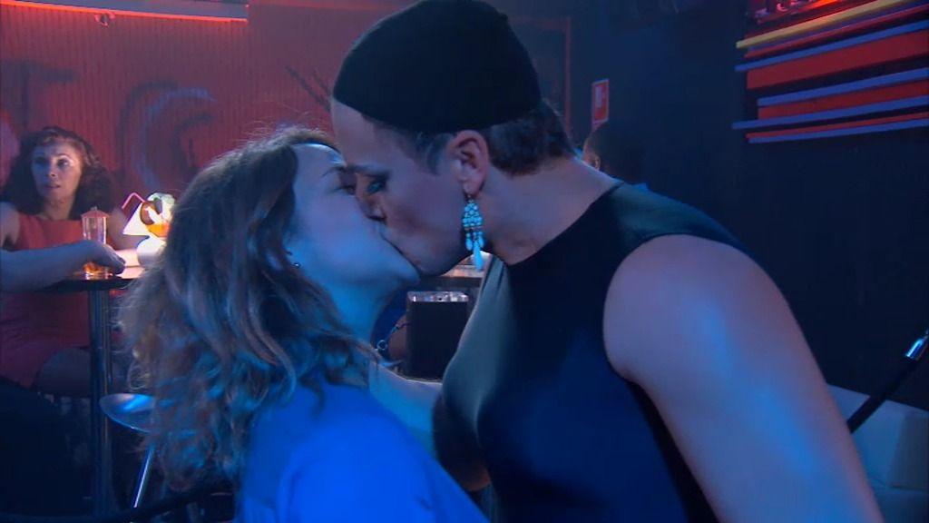 ¡Lucía y Rosauro se besan!