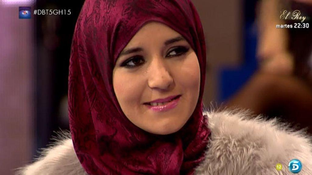 """Shaima: """"Con mi familia está todo perfecto, me han acogido muy bien"""""""