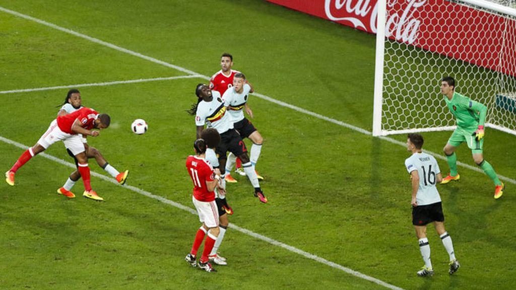 ¡Gol de Gales! Cabezazo de Williams para empatar el partido (1-1)