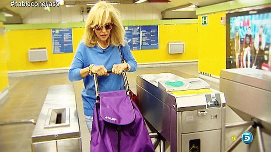 Lo nunca visto de Carmen Lomana: coge el metro y hace la compra en Carabanchel