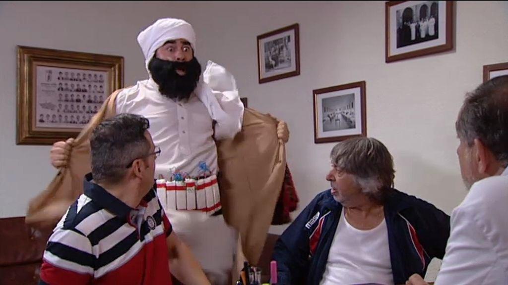 Amador se hace pasar por un yihadista para sacar a la Cuqui del manicomio