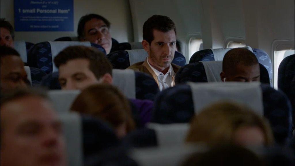 """Un sirio, contestando al móvil, dentro del avión: """"Lo saben y pronto acabará todo"""""""