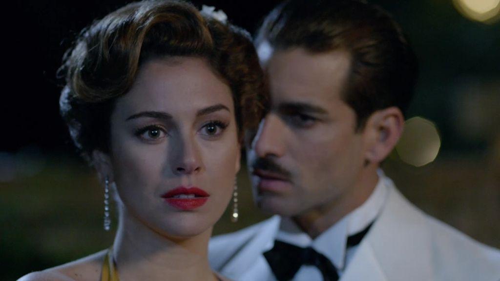 Serrano Suñer no puede reprimir su deseo de besar a Sonsoles pero ésta le rechaza