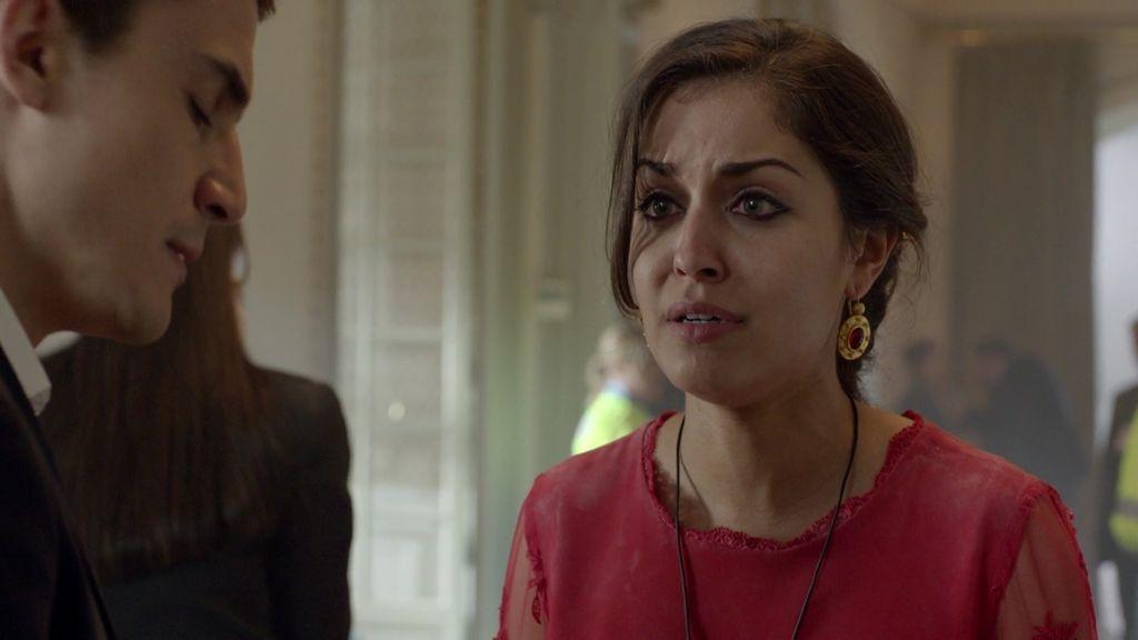 Fátima descubre que su hermana Nayat está a punto de inmolarse en Granada