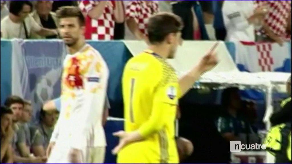 Casillas pidió a Piqué que saludase a la afición  y el defensa se fue directo al vestuario