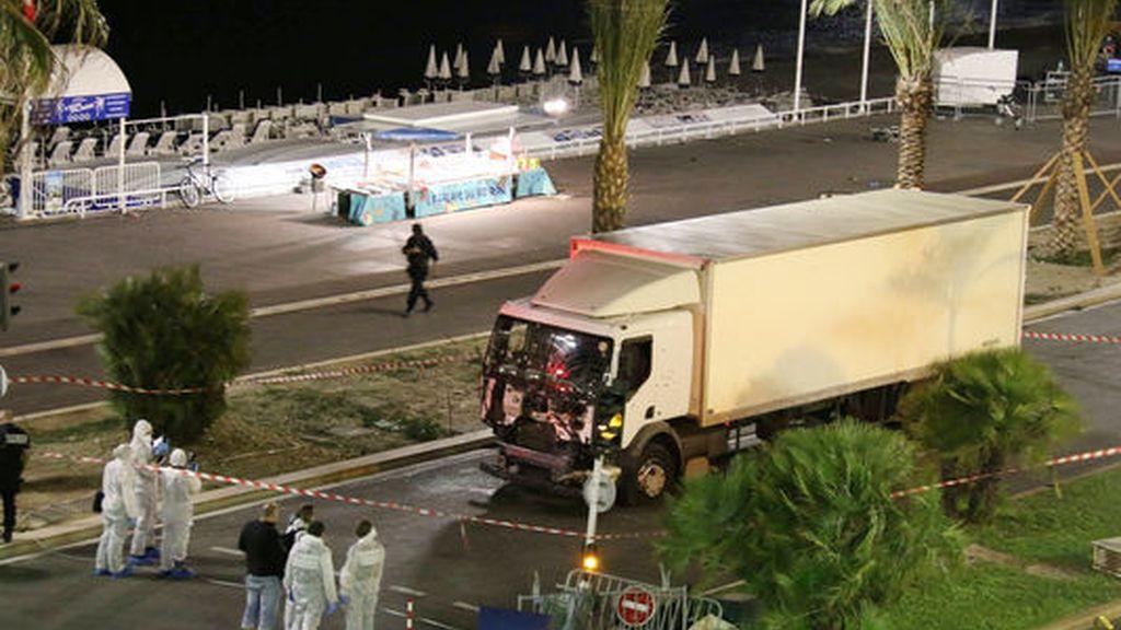 Al menos 84 muertos en un ataque terrorista con un camión en Niza