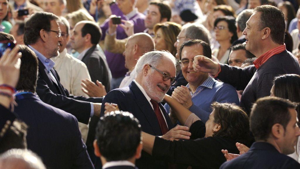 La cúpula del PP arropa a Cañete en su primer acto de campaña electoral