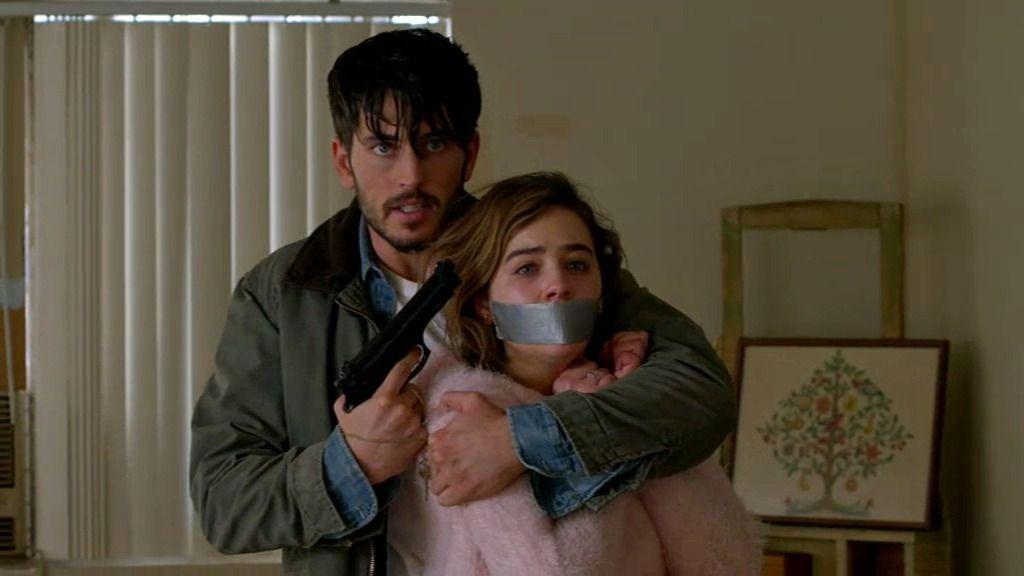 La agente Kate Callahan encuentra al asesino en la casa de Amelia
