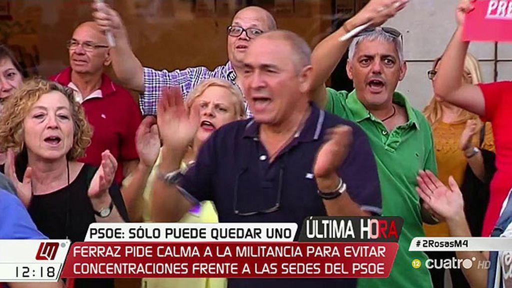 El PSOE llama a la calma tras las primeras manifestaciones a favor de Pedro Sánchez