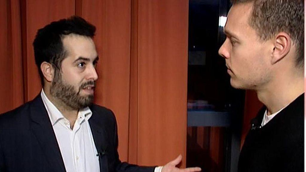 """F. Carrillo, analista político: """"Se mueve como pez en el agua cuando más ojos tiene sobre él"""""""