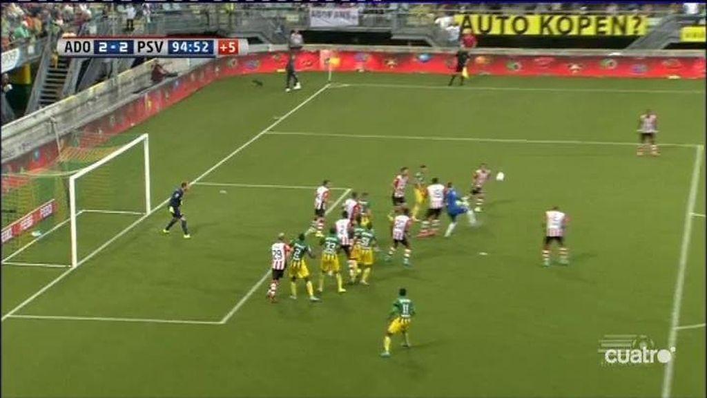Golazo de tacón del portero en la liga holandesa, que da la victoria a los suyos