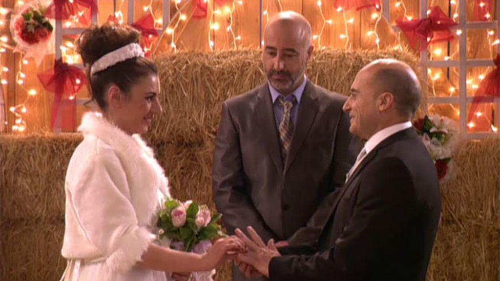 Entre reencuentros, románticas declaraciones y finales felices, Soraya y Chema se casan