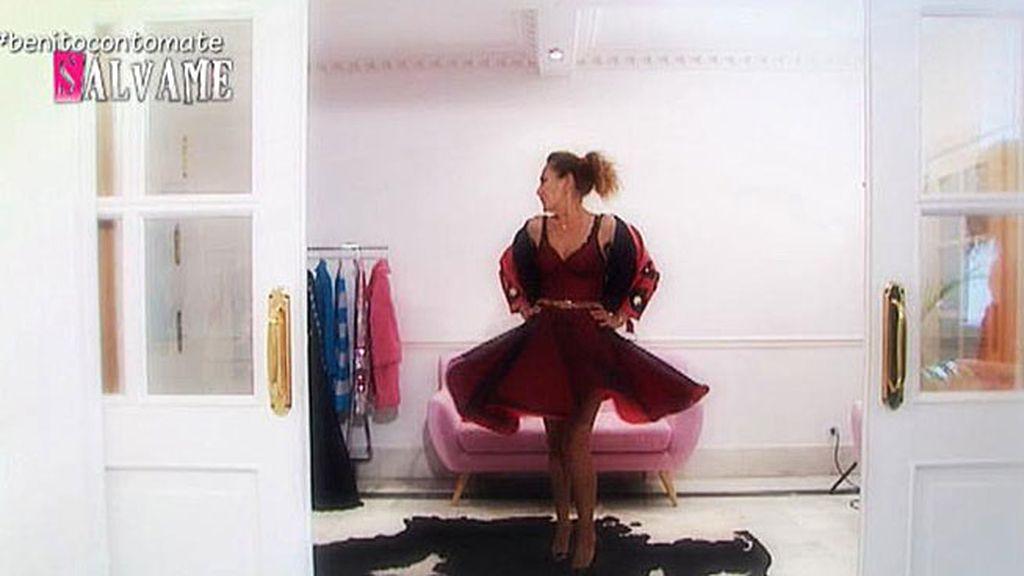 María Escoté ayuda a Rosa Benito a iniciarse en el mundo de la moda
