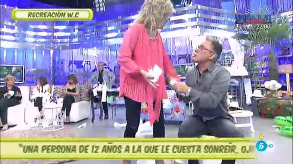¿Qué hacen Kiko Hernández y Lydia Lozano en dos váteres en el plató de 'Sálvame'?