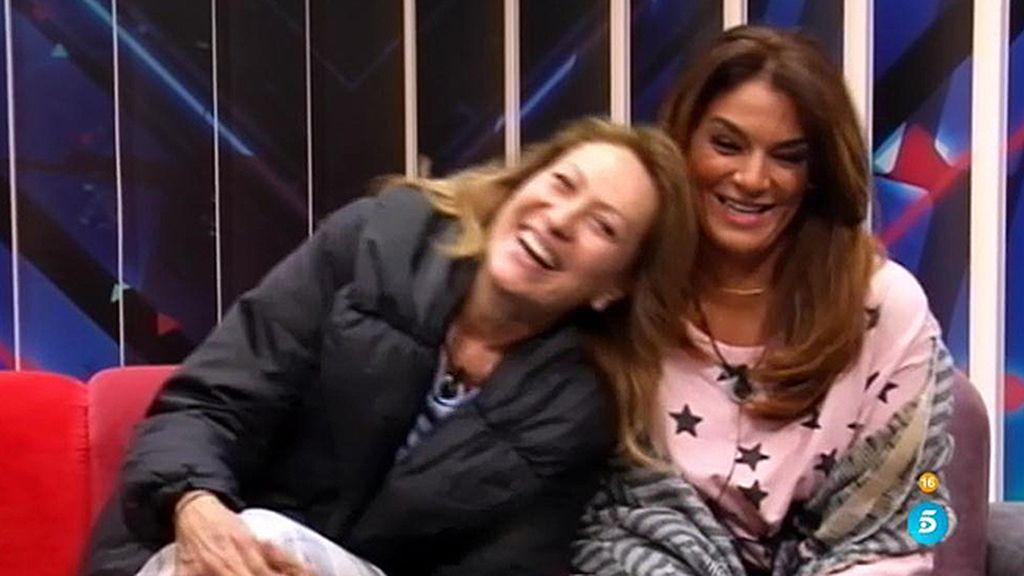 """Rosa y Raquel, de lo más contentas: """"Para nosotras esto es como un Rocío"""""""