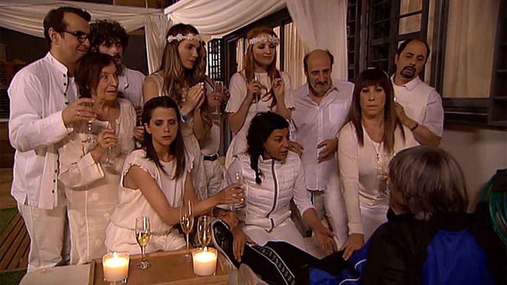 Moda entre celebrities: Los montepinarianos organizan un funeral en vida a Vicente