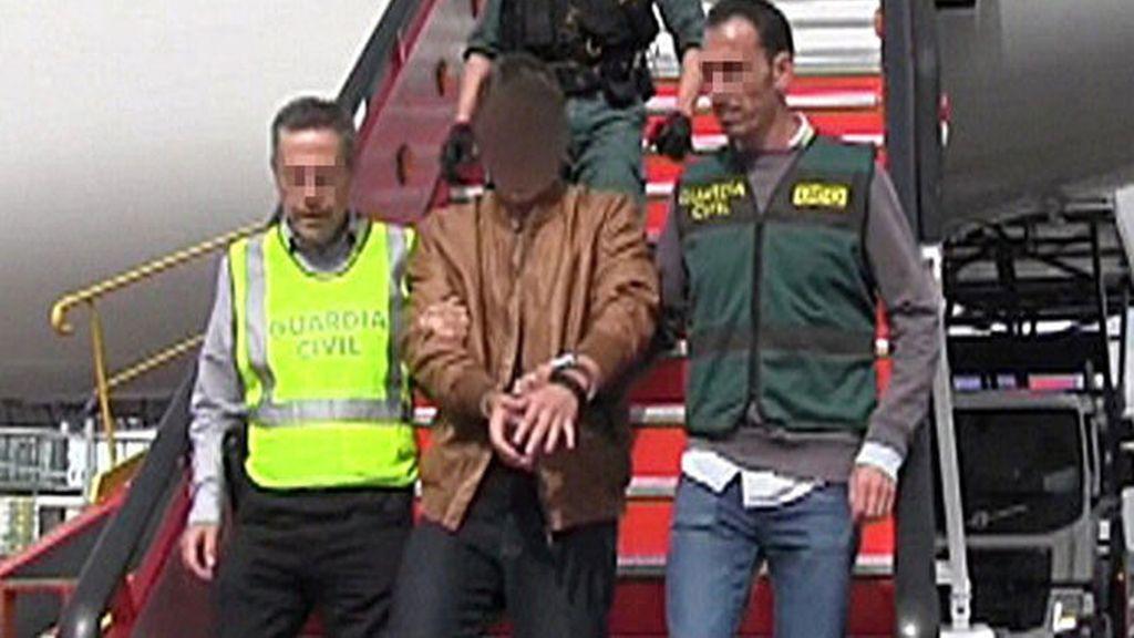 El autor del crimen de pioz se entrega y viaja a espa a for Juzgado del crimen