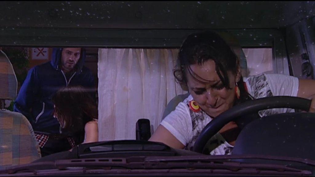 Simón, Macu y Paz se pierden y se quedan sin batería en la caravana
