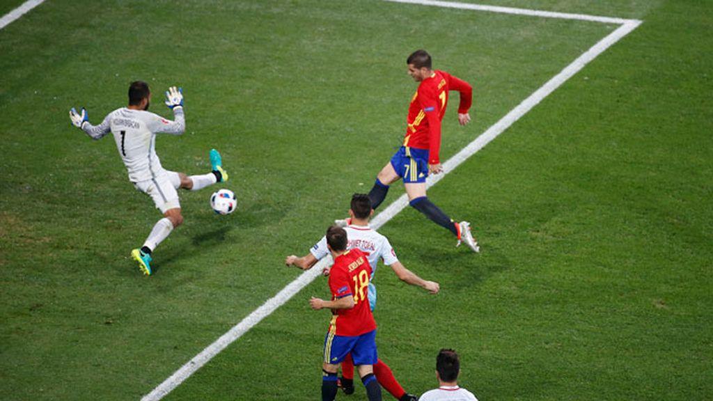 ¡Morata hace el tercero para España! Gran jugada de toque de la Roja