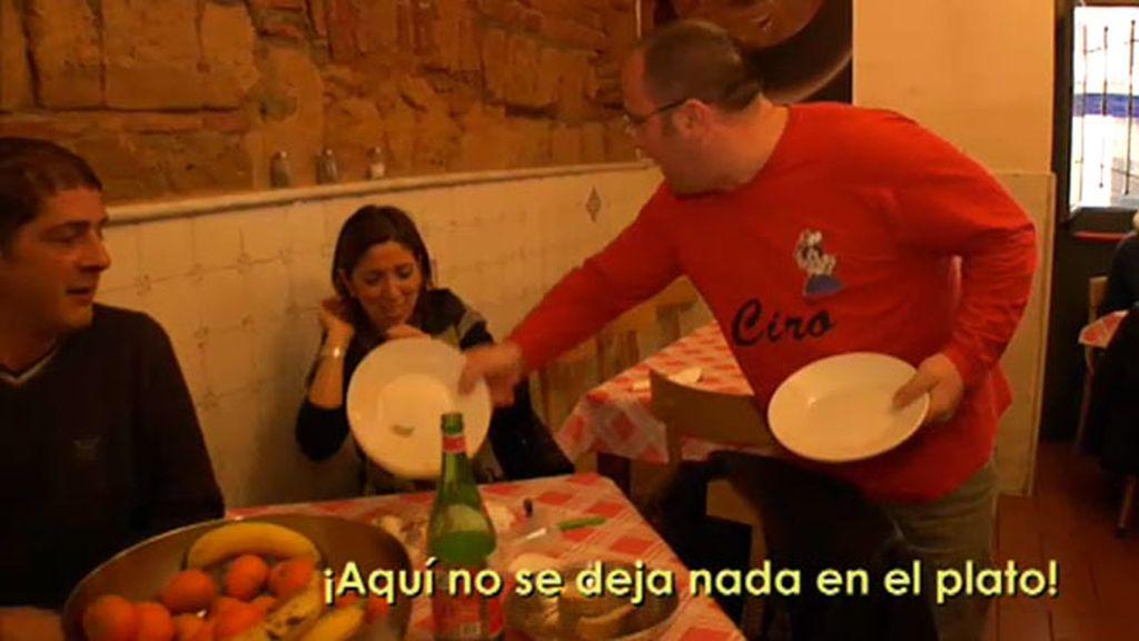 Carlos nos muestra el restaurante familiar más popular de Nápoles