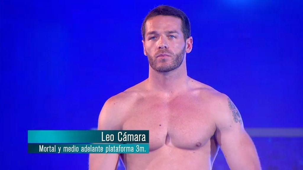 Leo salta a pesar de su lesión: salto mortal y medio desde plataforma de 3 metros