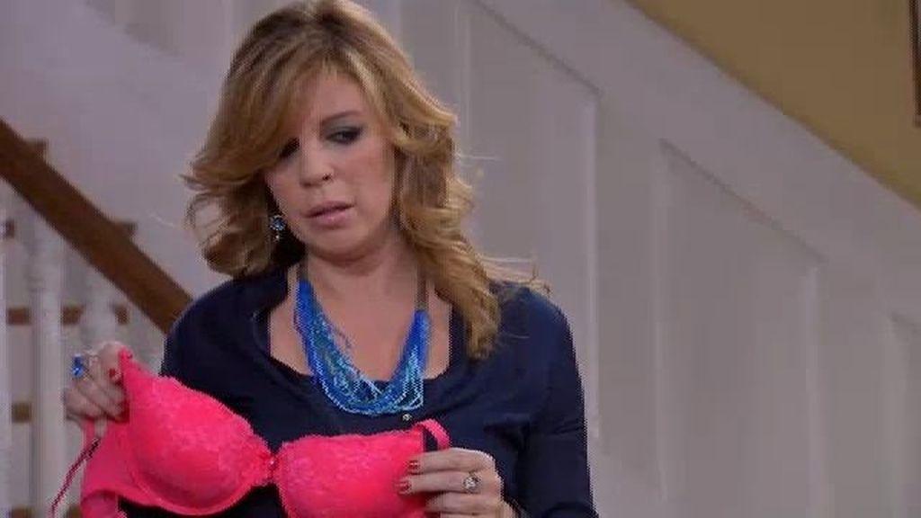 Maruchi, a punto de pillar a Piluca con Ángel