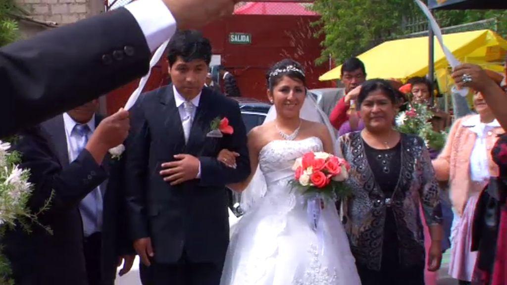 La palpa y la ofrenda de regalos, lo más típico de una boda peruana