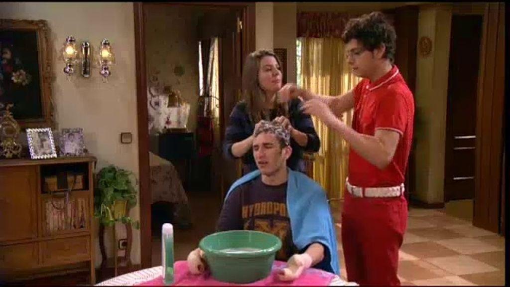 Confirmado, Jonathan sólo disfruta si le lava la cabeza Fidel