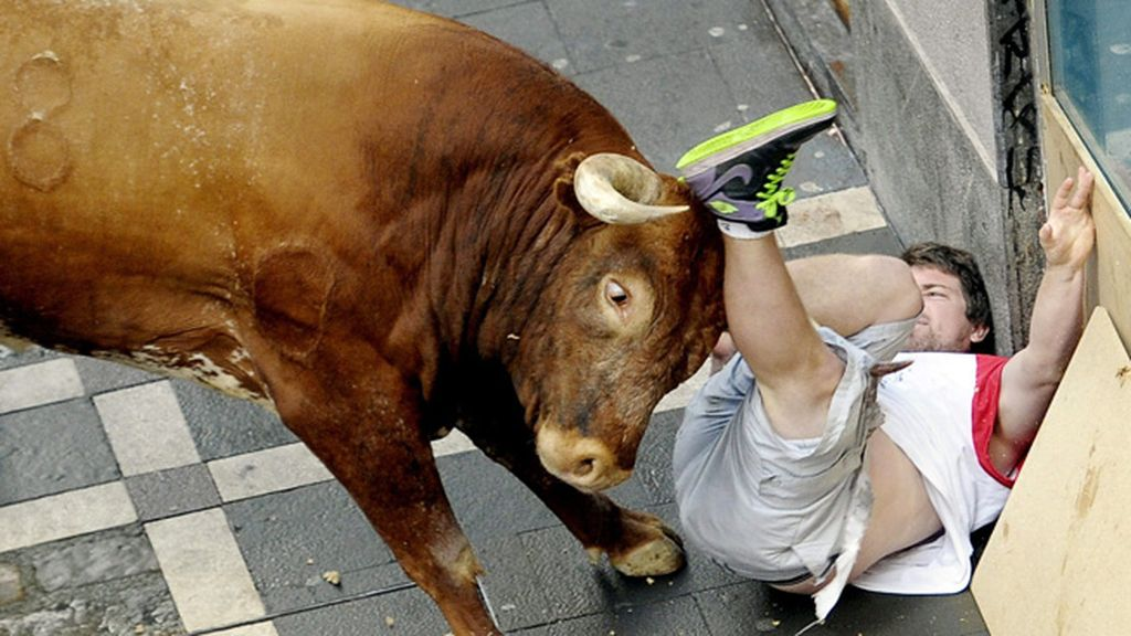 Dos heridos por asta de toro en el último encierro de Sanfermines