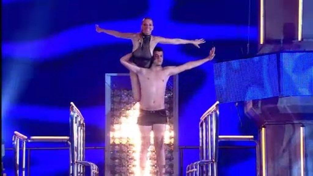 Maribel Sanz y Sergi Capdevila bailan pegados en su salto