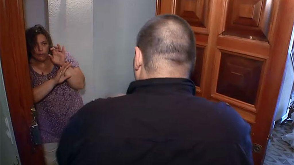 Joan echa a su madre de casa porque le ha escondido la videoconsola