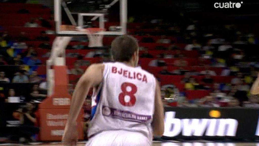 Aterrizaje forzoso de Nemanja Bjelica en una lucha con Varejao