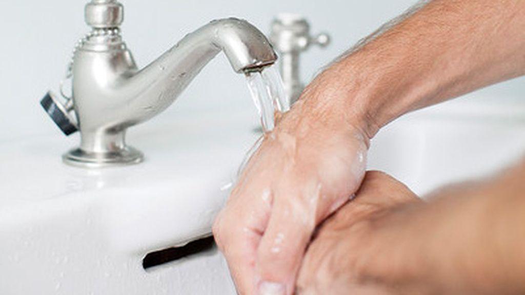 El gesto de lavarse las manos puede salvar miles de vidas
